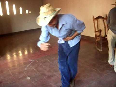 En la casa bailando
