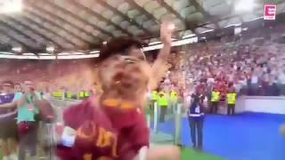 "Francesco Totti ""King of roma"" farewell, What the moment! Only the legends make people cry."