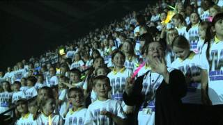 5000 children sing - Bruno Mars' Count on Me