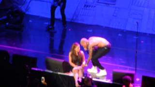Wild Jam Chris Brown singing to fan