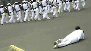 Mujer Cadete Tropieza, Desfile Militar Mexico 2014