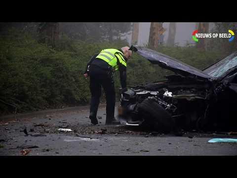 Zwaargewonde na eenzijdig ongeval met ambassadevoertuig op Juliana van Stolberglaan Den Haag photo