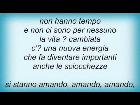 luca-carboni-i-ragazzi-che-si-amano-lyrics-fredia-lobato