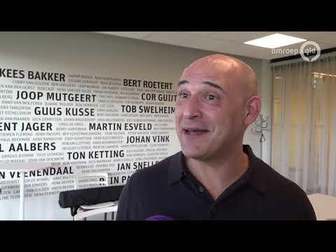 Hoelang blijft Joseph Oosting trainer van Vitesse? 'Dat ligt aan Allach en de KNVB'