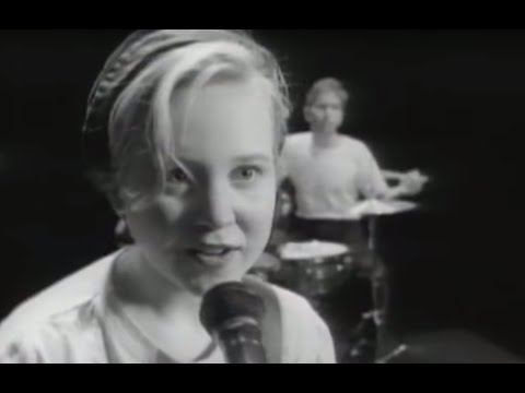 throwing-muses-counting-backwards-official-video-4ad