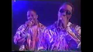 Notorious BIG feat Ma$e and Puff Daddy - Mo Money, Mo Problems live on TOTP