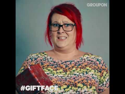 Wat is jouw #giftface als je een stom kado krijgt?