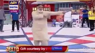 ماہ رمضان کا احترام ٹی وی چینل پر ایک  انڈین گانے پر ڈاڑھی والے شخص کو نچایہ