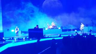 Middle of The Night - The Vamps Sheffield Arena 2017 - Brad Pit
