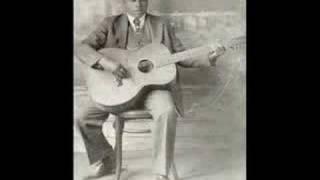 Blind Willie Johnson - Dark was the night...