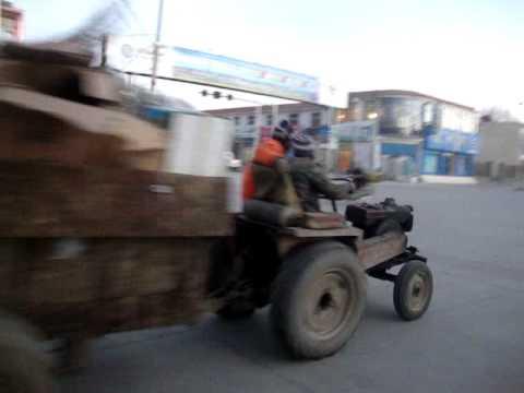 00 Prof. Juan Lázara filma barrio chino en  Gyantse.MPG