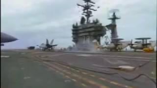 Avião de caça F18 Hornet sofre acidente em porta aviões