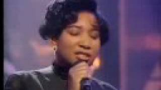 """Massive Attack featuring Shara Nelson - Unfinished Sympathy (Live on """"Top Of The Pops"""", 14-3-91)"""