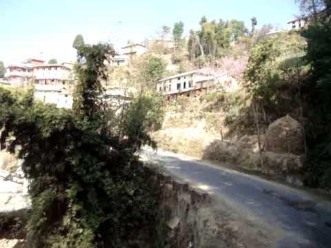 101 Prof  Juan Lázara viajando en techos de micros por Nepal