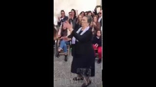 Gitana Mayor bailando por bulerias en una Zambomba en Jerez