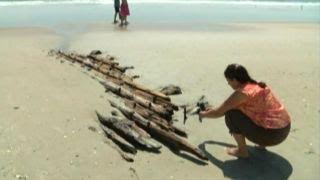 Low tide reveals 1919 shipwreck on North Carolina beach