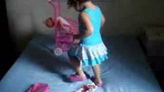 Anna Clara Dançando