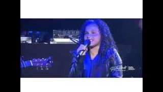 Nicky Jam (Canta con su Hija) en el Choliseo 2015