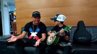 Juan Leonel cantando com Alex Vou pro Sereno Me desculpe a franqueza