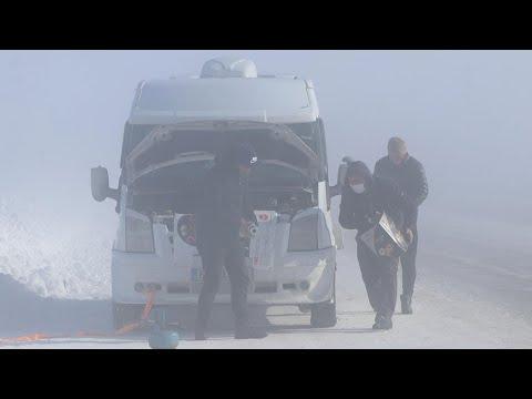 Eksi 39,2 derecede seyir halindeki araç dondu! Yolda kaldılar