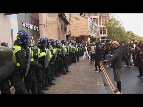 Londra'da 'Özgür Filistin' çağrısı yapan göstericiler polisle çatıştı
