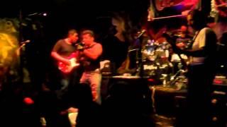"""Raptor Rock Band """"Money Talks"""" en El Barra de Piedra."""