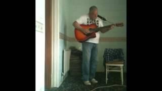 Gitarla kavga eden adam