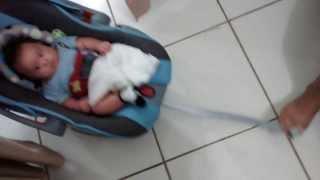 DICA acalmar o bebê fazendo serviço de casa