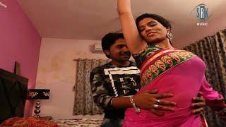 Sexy bhabhi's sexy lickable armpits in sleeveless saree width=