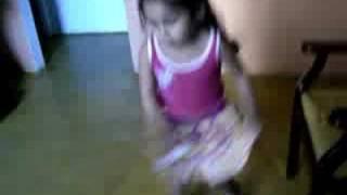 Anna Clara dancando