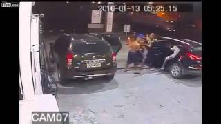 Brasil - Grupo de Adolescentes Armados faz Carjacking numa Bomba de Gasolina