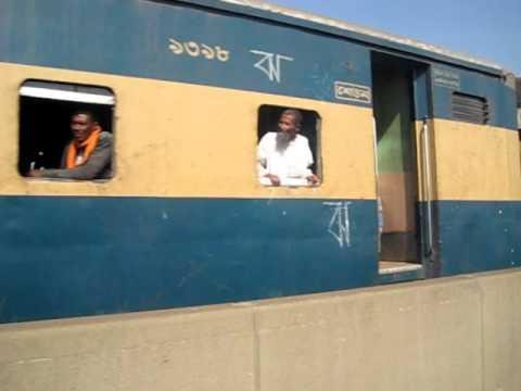 Bangladesh Railway Ekota Express crossing On Jamuna Bridge..AVI