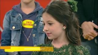 Menina de oito anos toca piano e impressiona a plateia do Legendários