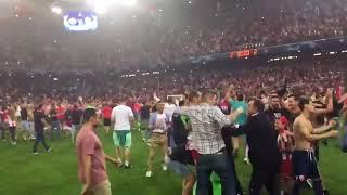 PITCH INVASION 🔥ÉTOILE ROUGE DE BELGRADE   ( Crvena Zvezda ) Beograd in Champions League !