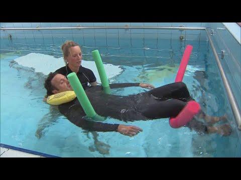 Zo leert een coronapatiënt weer ademen: in het zwembad