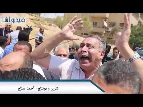 """بالفيديو: انهيار احد اقارب الدكتور """"رفعت السعيد"""" اثناء تشيع جثمانه"""