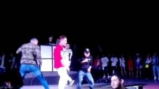Noriel (pone a perrear a fans) en Monterrey MX