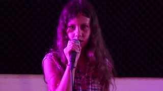 Lisa, 10 ans, pas l'indifférence, cover acoustique