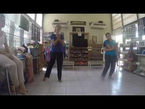 P'Duan and Anna Perform Traditional Lanna Dance at Healing Family!