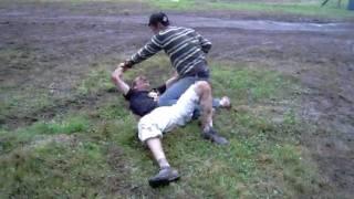 sexe dans la boue avec guitou et boubou