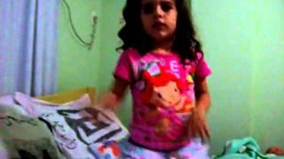 Ana Clara dançando Baby / justin Bieber