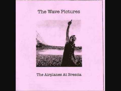 the-wave-pictures-the-airplanes-at-brescia-rafael-fujimori