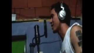 Chamo González improvisando   'Jugando lo mete el Can' rap venezolano