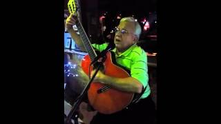 El Topo cantando Solina Solina