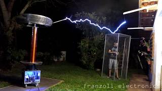 Bobina de Tesla Gigante + Controle de Dentro da Gaiola de Faraday