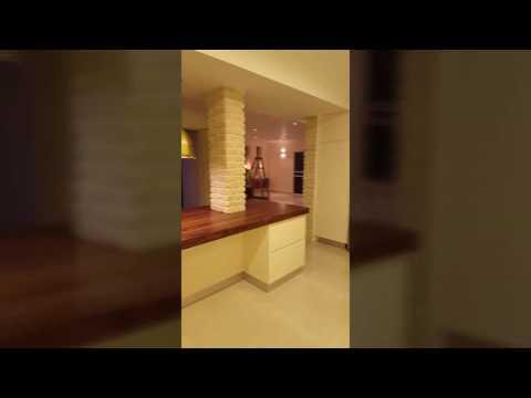 סרטון: השראה - מטבח עם אי מעץ