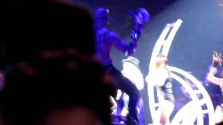 Britney Spears - Do Somethin' - LIVE - The Circus Tour (Chicago 9-8-2009)