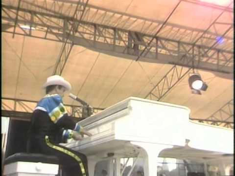 Sartorial Eloquence de Elton John Letra y Video