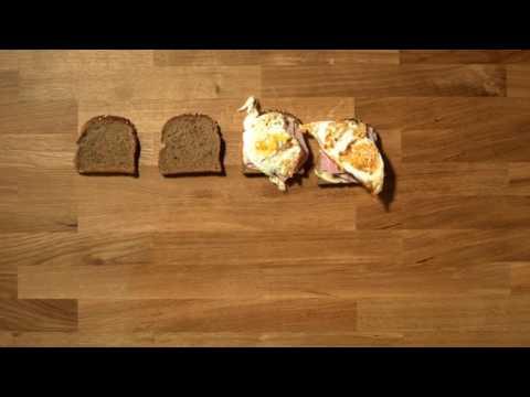 Sandviș cu salată, ou și șuncă
