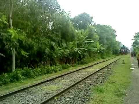 Bangladesh Railway Khulna-Goalondo Ghat Nakshikantha Express video part 1.MP4
